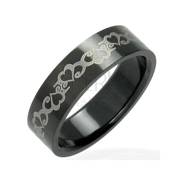 Ocelový černý prsten se srdíčky