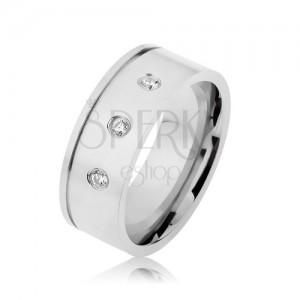 Lesklý ocelový prsten stříbrné barvy, čiré zirkony, vodorovný zářez