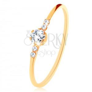 Prsten ze žlutého 9K zlata, kulatý čirý zirkon, drobné zirkonky po stranách