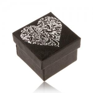 Černá dárková krabička na prsten, srdce stříbrné barvy z ornamentů