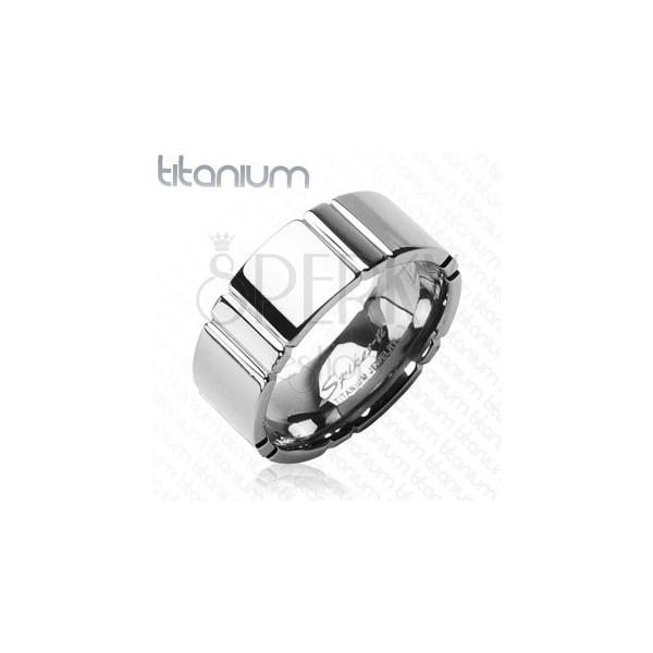 Titanový prsten s příčným pruhováním