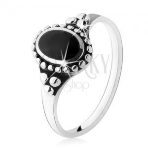 Patinovaný prsten ze stříbra 925, černý onyxový ovál, kuličky, vysoký lesk