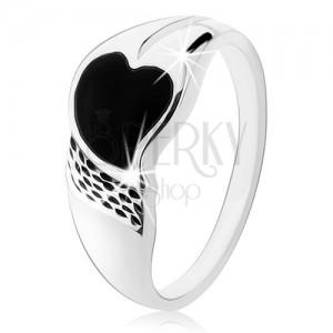 Prsten ze stříbra 925, asymetrické srdíčko z černého onyxu, drobné zářezy