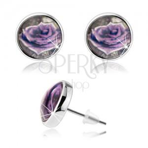 Cabochon náušnice, čirá vypouklá glazura, fialová růže s bílým okrajem