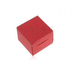 Červená dárková krabička z papíru na prsten a náušnice, šikmé zářezy