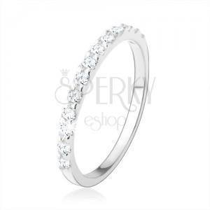 Stříbrný 925 prsten, úzká ramena s vysokým leskem, pás čirých zirkonků