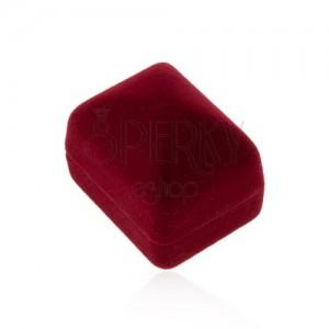 Sametová krabička na prsten nebo náušnice, bordó barva, hladký povrch
