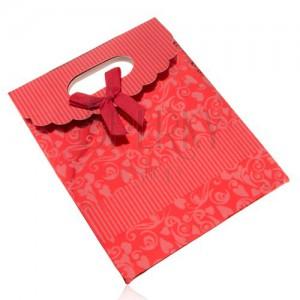 Lesklá dárková taštička z papíru, tmavě červená, mašle, výřez