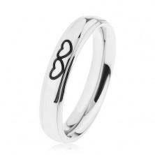 Lesklý ocelový prsten stříbrné barvy, obrysy dvou srdíček
