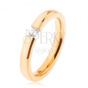 Ocelový svatební prsten zlaté barvy, čirý zirkonek, plochá ramena