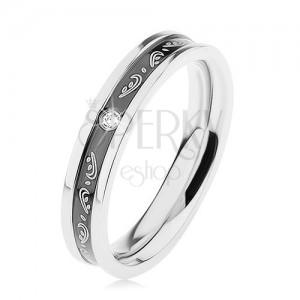 Prsten z chirurgické oceli, černý vyhloubený pás, ornamenty, čirý zirkonek