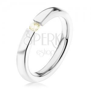 Ocelový prsten, stříbrná barva, lesklá ramena, drobný světle žlutý zirkon