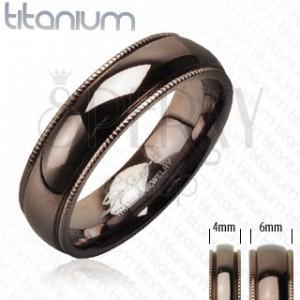 Titanový snubní prsten s vroubkovaným okrajem barva kávy