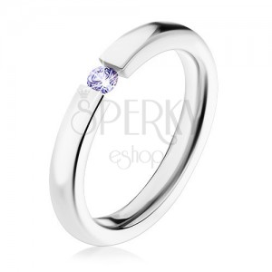 Ocelový prsten stříbrné barvy, světle fialový zirkon, vysoký lesk