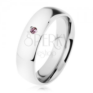 Širší ocelový prsten, stříbrná barva, drobný zirkonek ve fialovém odstínu