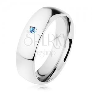 Prsten z oceli, stříbrný odstín, zrcadlově lesklý povrch, světle modrý zirkon