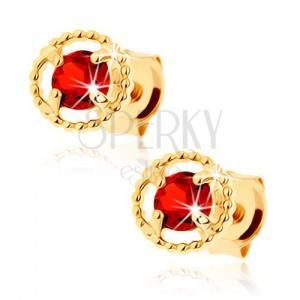 Náušnice ze žlutého 14K zlata - vroubkovaná kontura kruhu, červený granát
