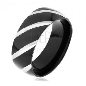 Černý ocelový prsten, lesklý povrch zdobený šikmými zářezy
