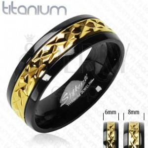 Titanový prsten černý se zlatým vzorovaným pruhem