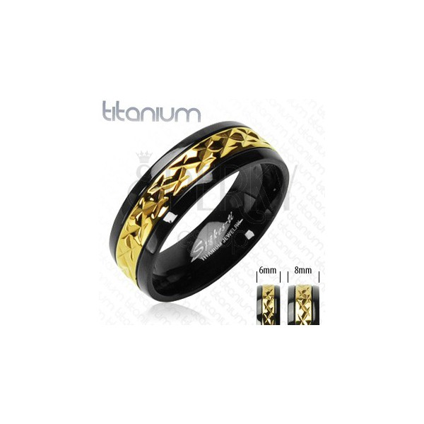 Titanový prsten černý se vzorovaným pruhem zlaté barvy