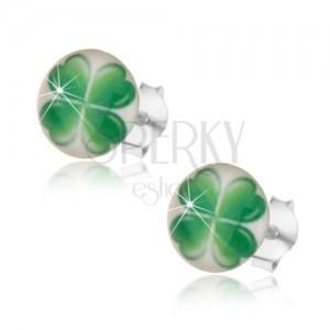 Náušnice ze stříbra 925, bílé pozadí, zelený čtyřlístek pro štěstí