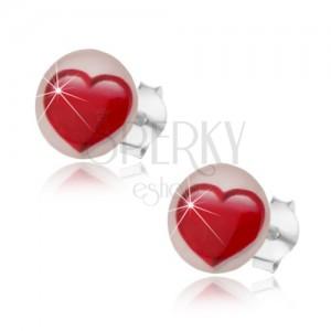 Puzetové náušnice ze stříbra 925, souměrné červené srdíčko, bílé pozadí