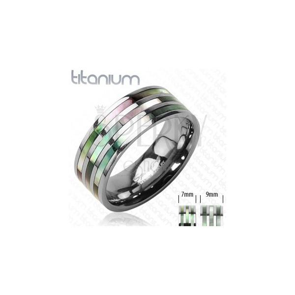 Titanový prsten se třemi perleťovými pruhy v duhových odstínech