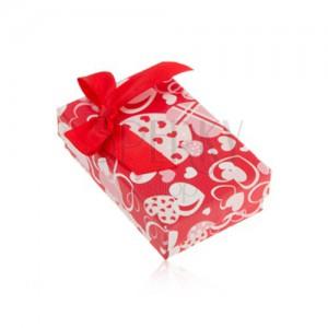 Červená krabička na náušnice a prsten nebo přívěsek, srdíčka, mašle