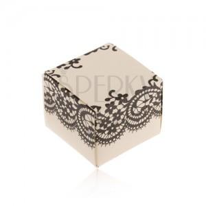 Krabička krémové barvy na prsten, náušnice nebo přívěsek, černá krajka