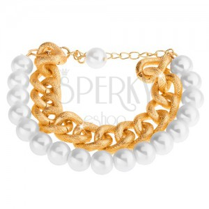 Náramek z korálků perleťově bílé barvy a masivního řetízku ve zlatém odstínu