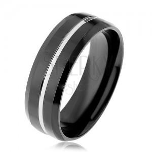 Černý ocelový prsten, tenký pásek stříbrné barvy, zkosené okraje