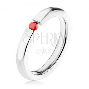 Prsten z chirurgické oceli, tenká zaoblená ramena, červený zirkonek, 3 mm