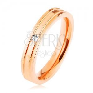 Ocelový prsten měděné barvy, dva vodorovné zářezy, čirý zirkonek