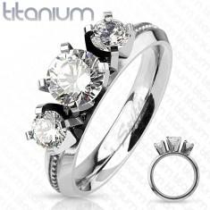 Prsten z titanu, stříbrná barva, tři kulaté čiré zirkony, vysoký lesk