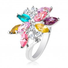 Blýskavý prsten stříbrné barvy, velký asymetrický květ z barevných zirkonů R26.9