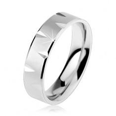 Matný stříbrný prsten 925 zdobený lesklými okraji a zářezy