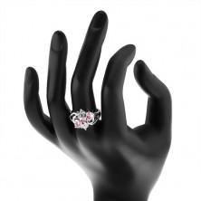 Prsten stříbrné barvy, rozdělená ramena, růžové ovály, čiré zirkonky