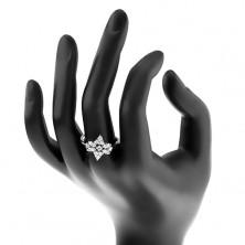Prsten stříbrné barvy, čirý zirkonový kvítek, lesklá úzká ramena