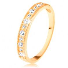 Blýskavý prsten ve žlutém 14K zlatě - linie čirých zirkonů s vroubkovaným lemem