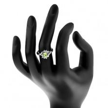 Prsten ve stříbrném odstínu, oválný světle zelený zirkon, oblouky, čiré zirkonky