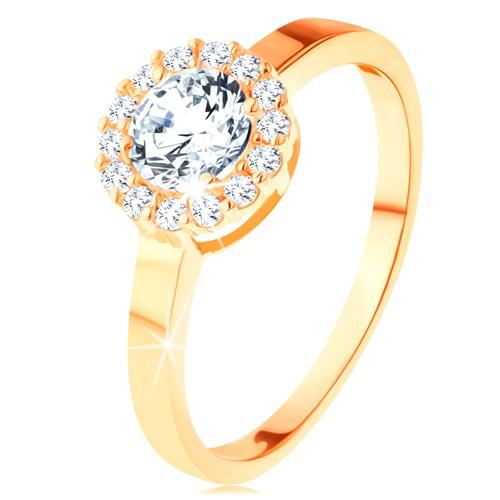 Levně Blýskavý prsten ve žlutém 14K zlatě - kulatý zirkon s obrubou z čirých zirkonků - Velikost: 54