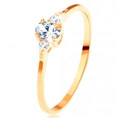 Zlatý prsten 585 - čirý oválný zirkon, malé zirkonky po stranách