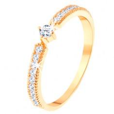 Prsten ze žlutého 14K zlata - kulatý čirý zirkon, tenké zirkonové pásy po stranách