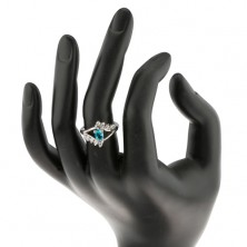 Prsten ve stříbrné barvě, akvamarínový oválný zirkon, linie čirých zirkonů