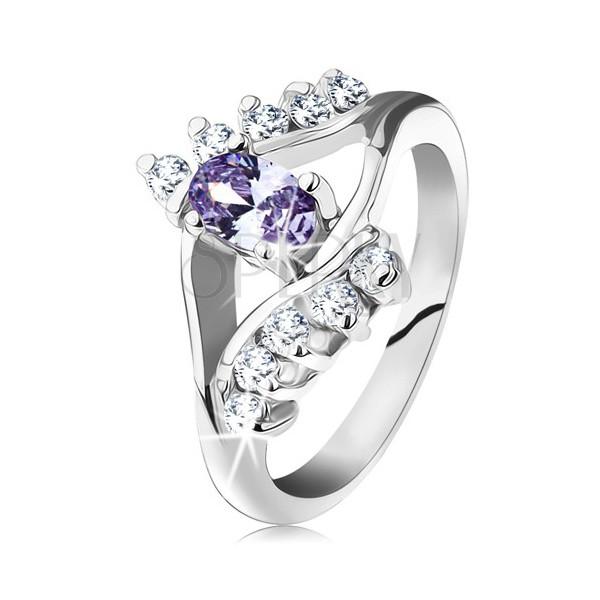 Prsten ve stříbrné barvě, světle fialový oválný zirkon, čiré zirkonové linie