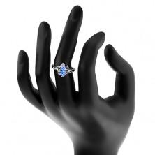Prsten ve stříbrném odstínu se zahnutými rameny, modré zirkonové zrnko
