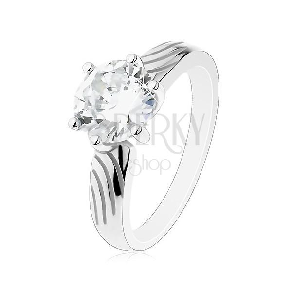 Stříbrný prsten 925, velký kulatý zirkon čiré barvy, zářezy na ramenech