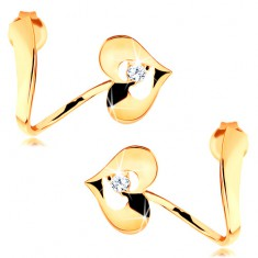 Náušnice ze žlutého 14K zlata - zvlněná stuha, lesklé srdce s výřezem a zirkonem GG116.10