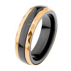 Keramický prsten černé barvy, broušené ocelové pásy ve zlatém odstínu