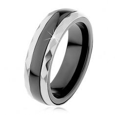 Keramický prsten černé barvy, broušené ocelové pásy ve stříbrném odstínu